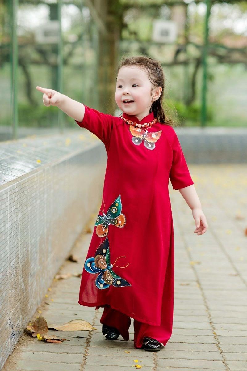Cách giặt và bảo quản áo dài trẻ em