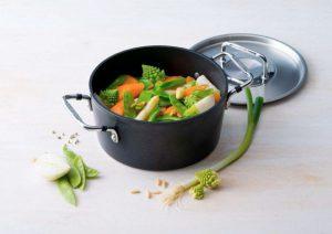 Nắp nồi luôn kín giúp lưu giữ trọn vẹn hương vị món ăn