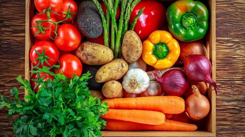 Phân loại rau, củ, quả trước khi cho vào tủ lạnh