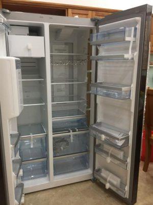 Tủ lạnh side by side BOSCH KAD92SB30 lấy đá ngoài