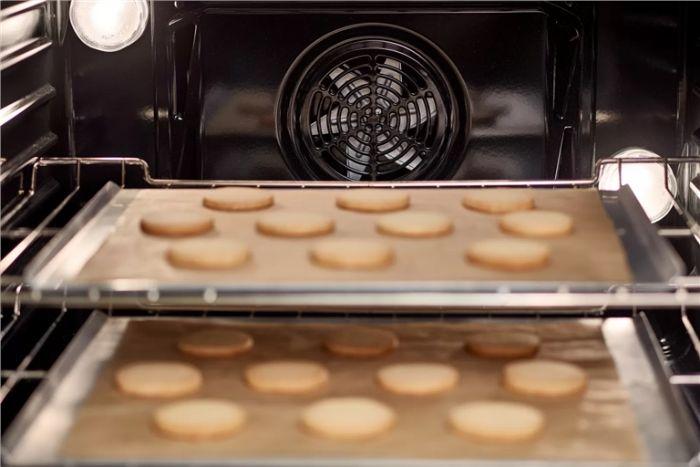 Công thức nấu ăn của lò nướng Bosch HBA5570S0B giúp người sử dụng một cách dễ dàng