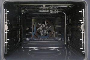 Nội thất của lò nướng kết hợp vi sóng Bosch CMG633BB1 không rỉ, bền bỉ với thời gian
