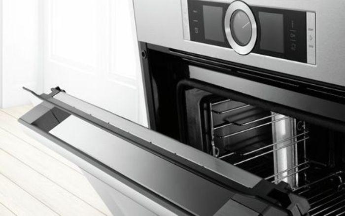 Cửa lò của lò nướng Bosch HBG635BS1 được thêm tính năng giảm chấn
