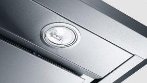 Đèn chiếu sáng LED của máy hút mùi Bosch DFS067J50B chiều sáng với mức sáng vừa phải