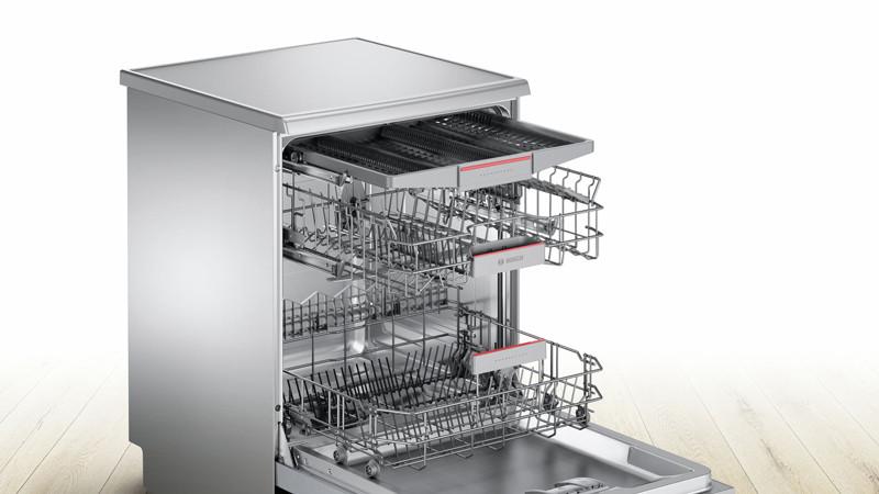 Khoang máy của máy rửa bát âm tủ BOSCH SMI68TS06E