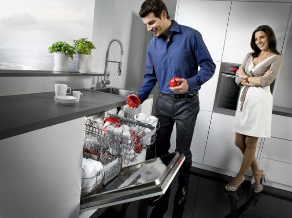 Rửa nhanh chóng,sạch sẽ,tiết kiệm thời gian với máy rửa bát Bosch SMS46MI05E