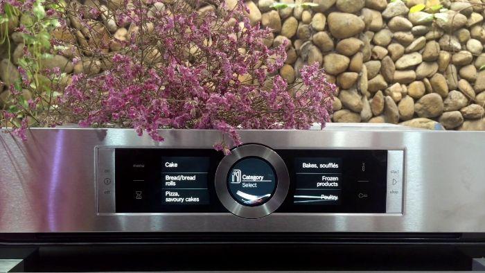 Màn hình hiển thị của lò nướng kết hợp Vi sóng Bosch CMG636BS1 cùng với nút cảm biến