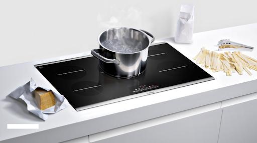 Bếp từ Bosch có kén nồi không?