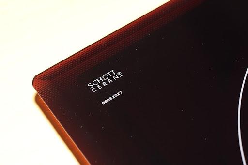 Kiểm tra mặt kính khi nhận biết bếp từ Bosch giả