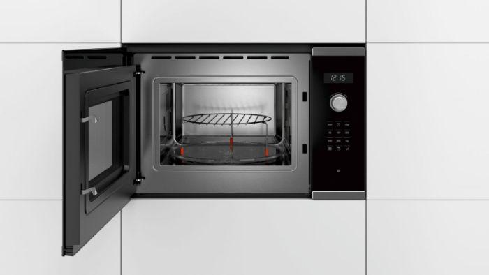 Lò vi sóng Bosch BEL554MS0B thiết kế dung tích lớn lên đến 25L