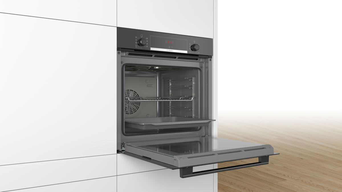 Lò nướng Bosch HBS534BB0B phù hợp với hầu hết không gian bếp