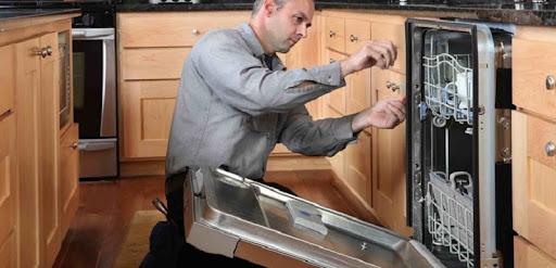 Máy rửa bát Bosch không thoát nước do máy bơm xả nước gặp vấn đề